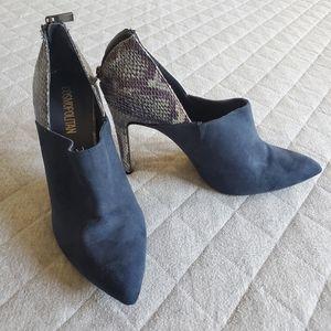 Cosmopolitan Ankle Booties Snakeskin Sz 9